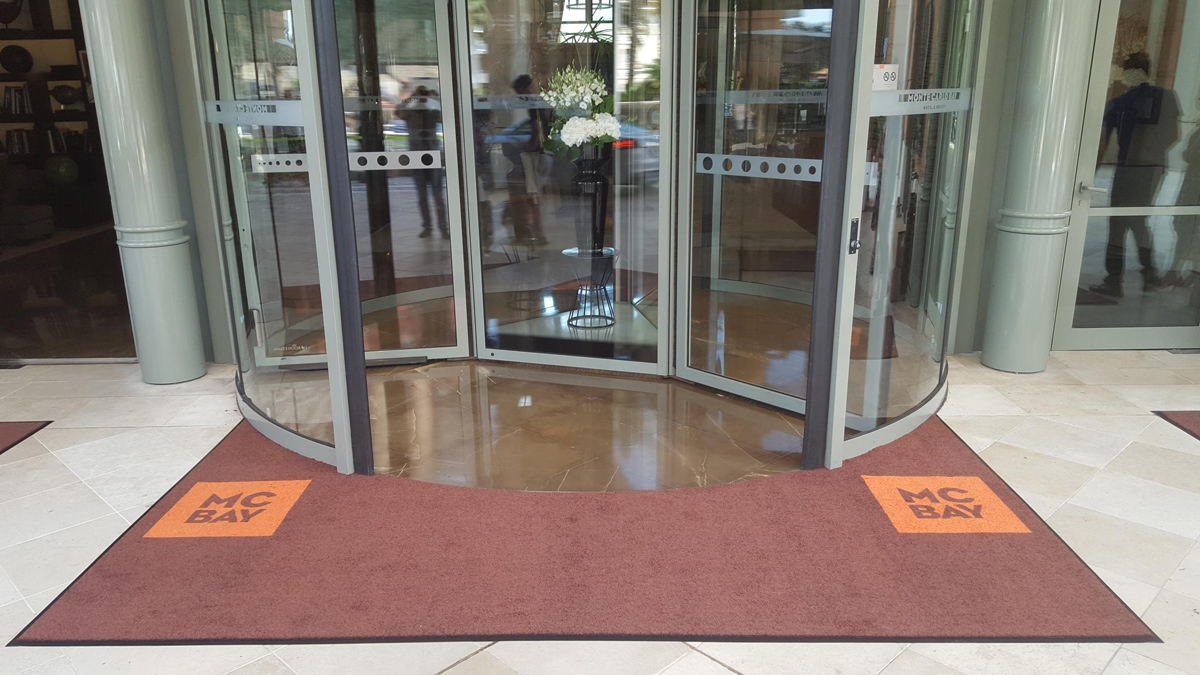 MC-BAY-tapis-LogoPrint–personnalise-Challenge-Commercial